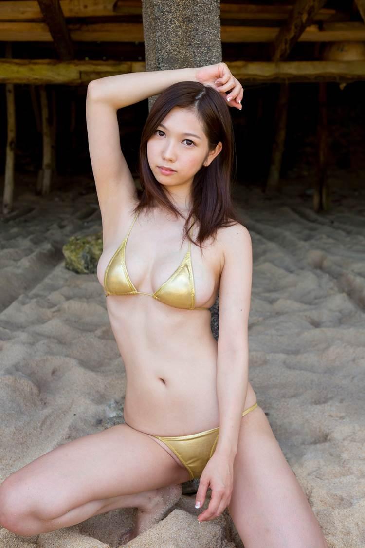 ゴールド_金色ビキニ_グラドル_エロ画像08