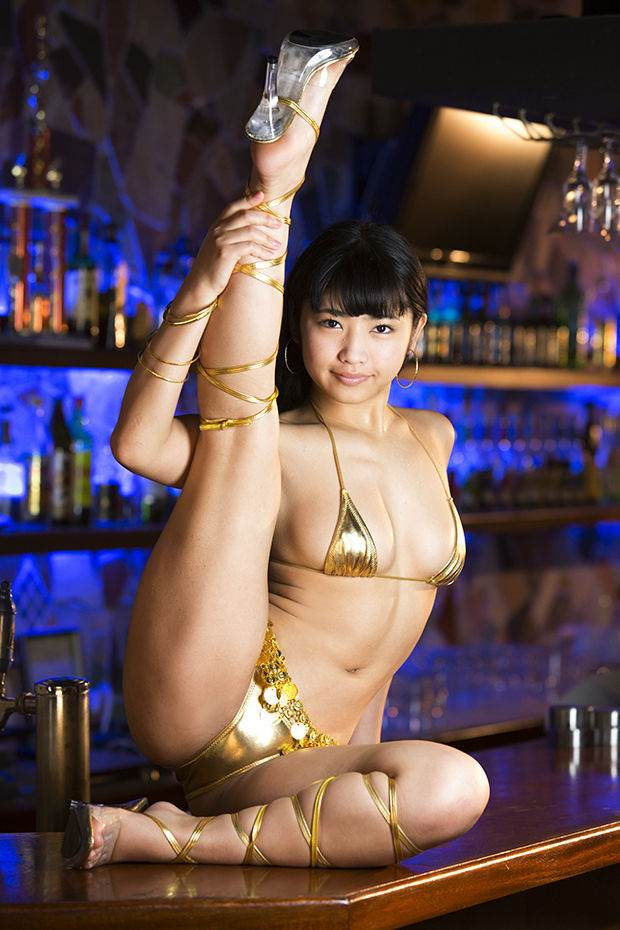 ゴールド_金色ビキニ_グラドル_エロ画像09