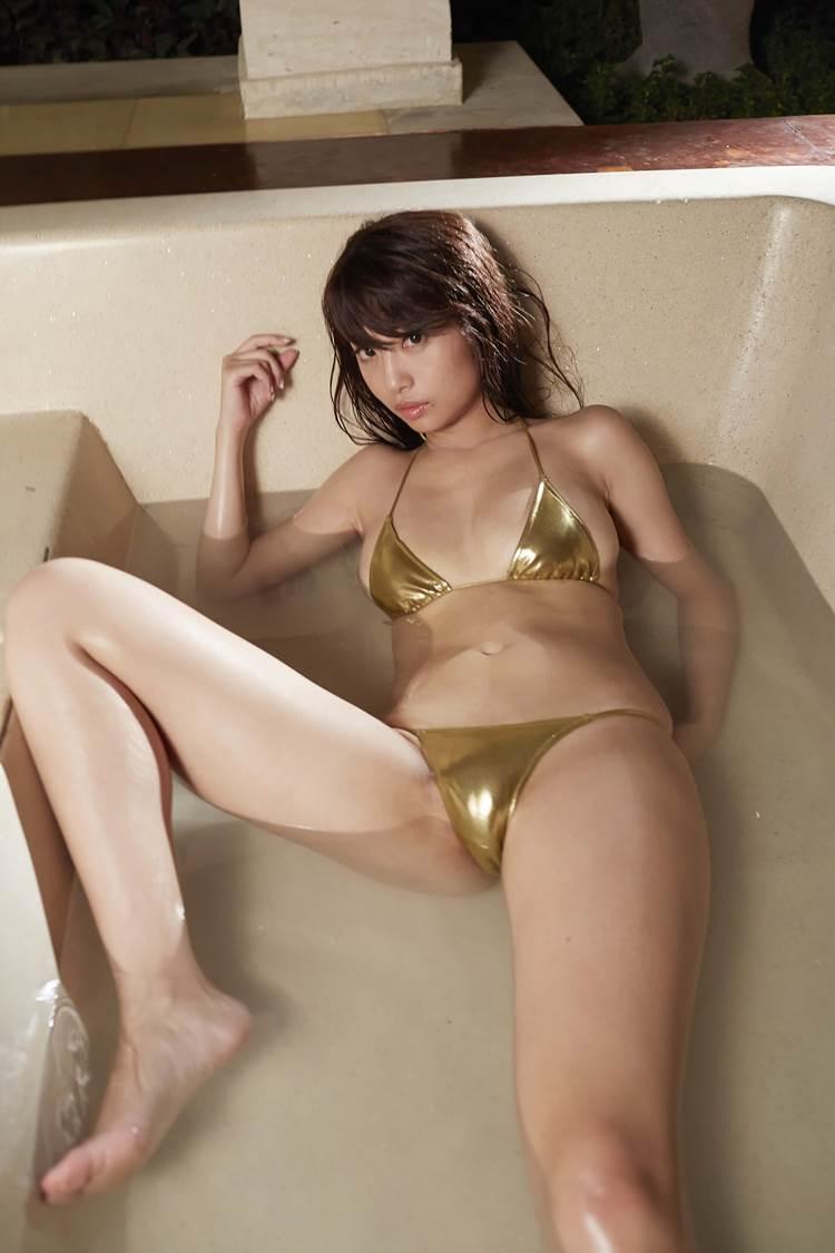 ゴールド_金色ビキニ_グラドル_エロ画像16