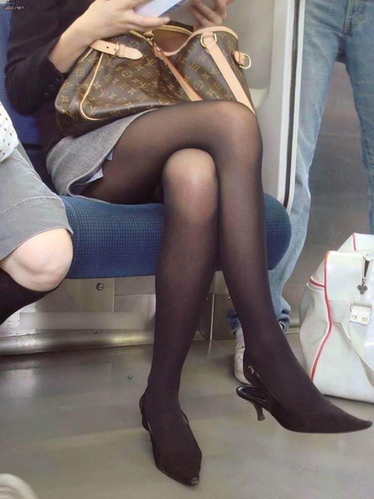 素人_黒パンスト_足組み_電車盗撮_エロ画像06