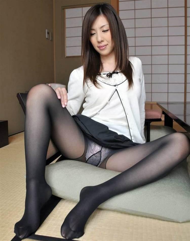 M字開脚_黒パンスト_エロ画像16