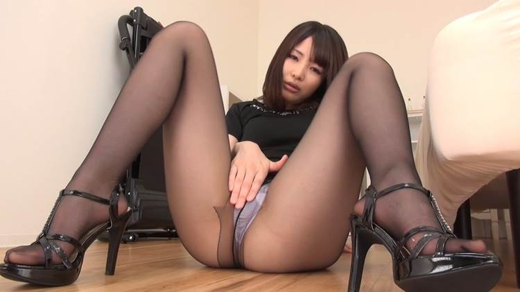 M字開脚_黒パンスト_エロ画像20