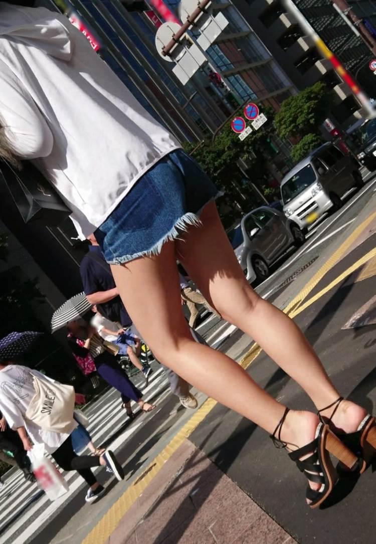 素人_デニムホットパンツ_街撮り_盗撮_エロ画像09