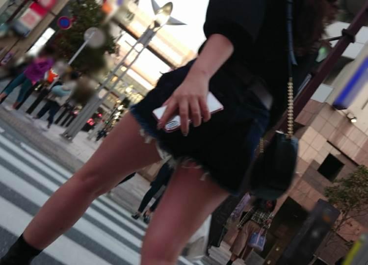 素人_デニムホットパンツ_街撮り_盗撮_エロ画像19