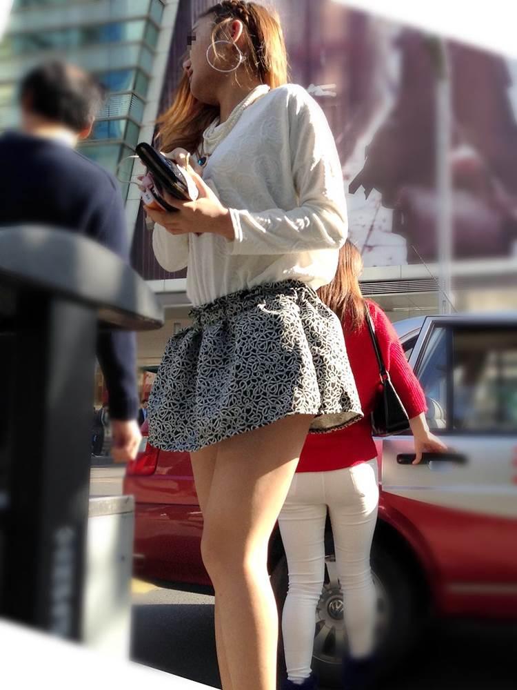 【ベージュパンツ街撮り盗撮エロ画像】白やベージュの