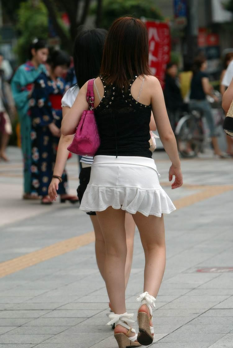 素人_ミニスカート_盗撮_2019年_エロ画像13