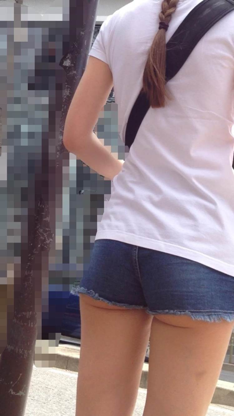 ホットパンツ_ハミ尻_街撮り盗撮_エロ画像07