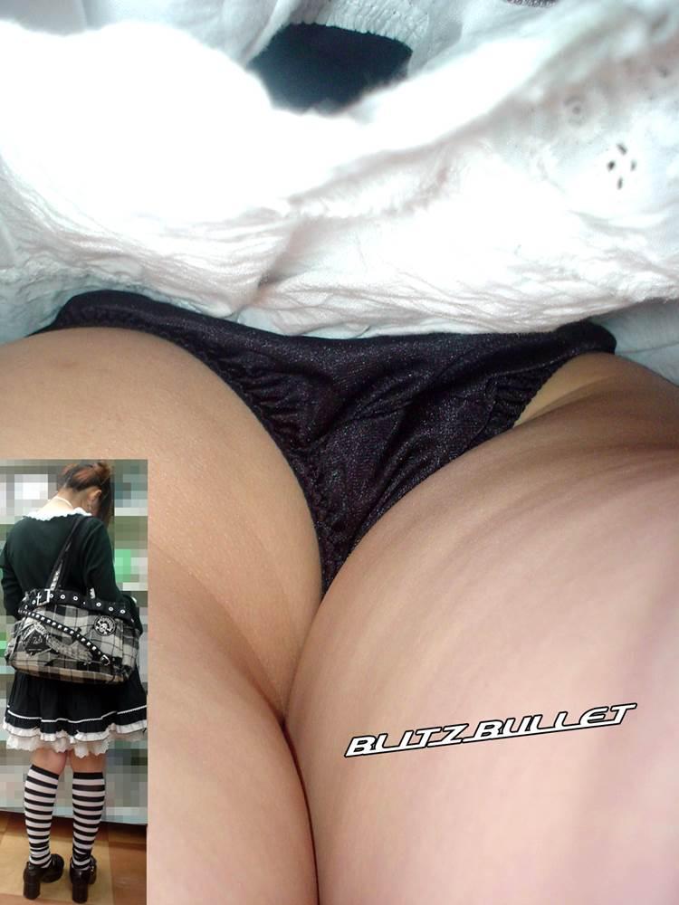 黒サテン_逆さ撮り_盗撮_エロ画像02