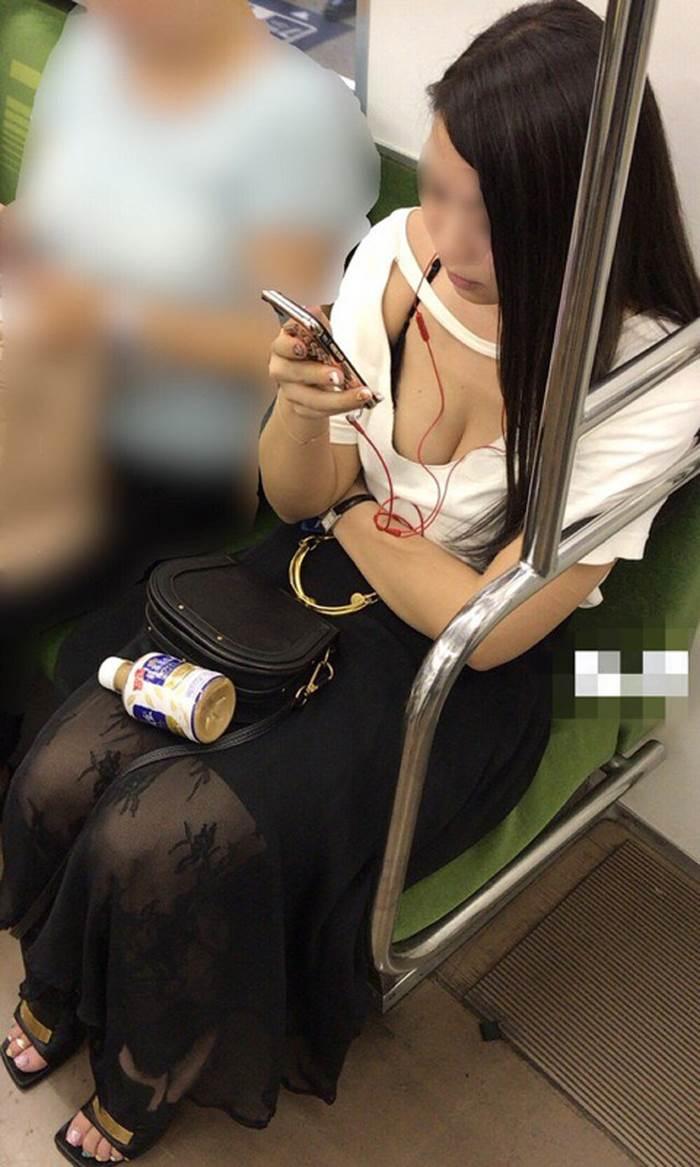 胸チラ_盗撮_エロ画像12
