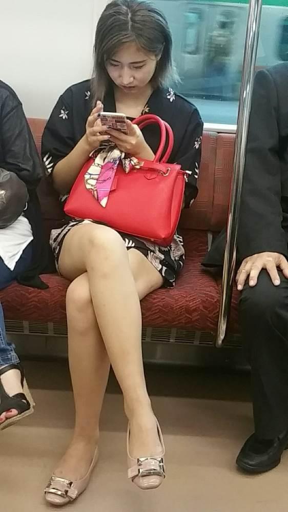 電車_美脚_盗撮_エロ画像03