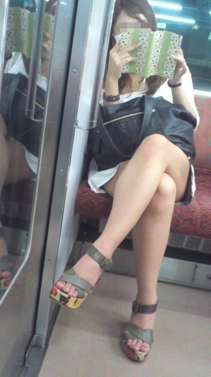 電車_美脚_盗撮_エロ画像10