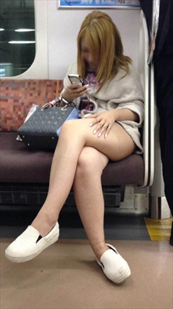 電車_美脚_盗撮_エロ画像12
